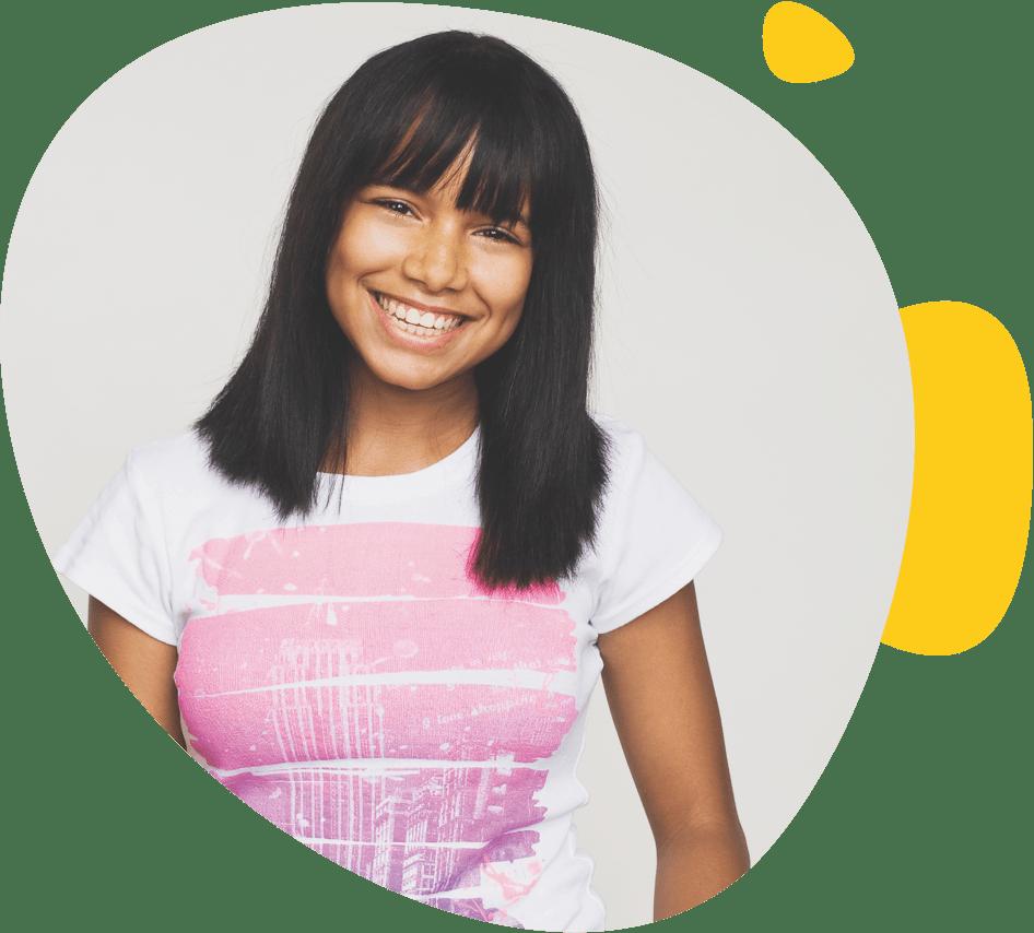 Une adolescente souriante